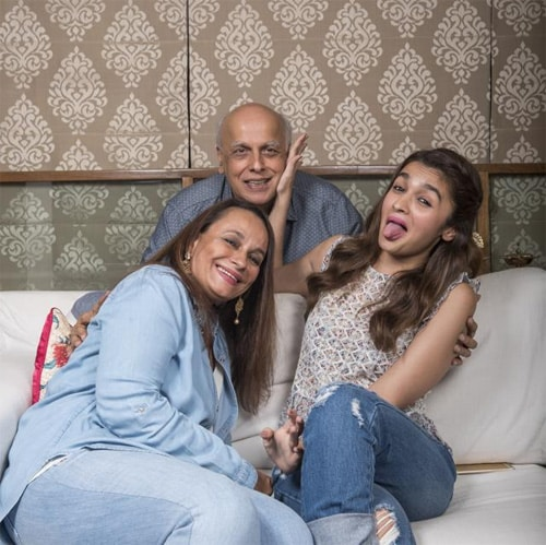 Alia Bhatt with her family
